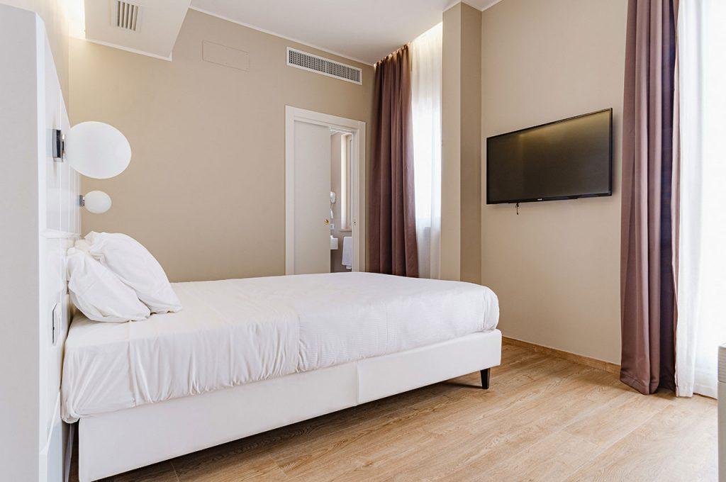 Hotel Boston Bari - Matrimoniale classic letto francese